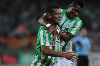 MEDELLÍN -COLOMBIA-16-02-2014. Diego Peralta (I) de Atlético Nacional celebra un go, en contra del Deportes Tolima durante partido por la fecha 5 de la Liga Postobón I 2014 jugado en el estadio Atanasio Girardot de la ciudad de Medellín./ AtleticoNacional Player Diego Peralta (L) celebrates a goal against Deportes Tolima during match for the fifth date of the Postobon League I 2014 at Atanasio Girardot stadium in Medellin city. Photo: VizzorImage/Luis Ríos/STR