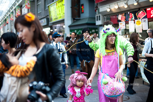 October 31, 2012, Tokyo, Japan - Japanese kids march with their costumes during Kichijoji Halloween Festival 2012 near the Kichijoji station, Tokyo Japan. (Photo by Yumeto Yamazaki/AFLO)