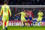Sergio Busquets of FC Barcelona (L) fights for the ball with Rodrigo Cascante of Atletico de Madrid (R) during the La Liga 2018-19 match between Atletico Madrid and FC Barcelona at Wanda Metropolitano on November 24 2018 in Madrid, Spain. Photo by Diego Souto / Power Sport Images