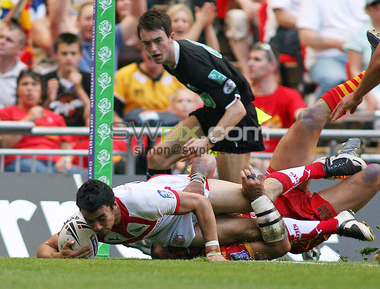 PICTURE BY MATTHEW IMPEY/SWPIX.COM - Rugby League - Carnegie Challenge Cup Final - Catalans Dragons v St. Helens Saints - Wembley Stadium, London, England - 25/08/07...Copyright - Simon Wilkinson - 07811267706..St. Helens Ade Gardner scores a try.