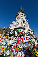 Europe, France, Ile de France, Paris: Place de la République est une place située à la limite des 3e, 10e et 11e arrondissements de Paris. Le monument à la République; Attentats: les Parisiens se rassemblent place de la République pour y rendre hommage aux victimes des attentats