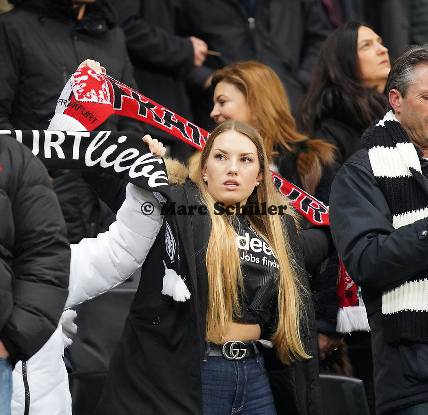 Fan von Eintracht Frankfurt - 18.12.2019: Eintracht Frankfurt vs. 1. FC Koeln, Commerzbank Arena, 16. Spieltag<br /> DISCLAIMER: DFL regulations prohibit any use of photographs as image sequences and/or quasi-video.