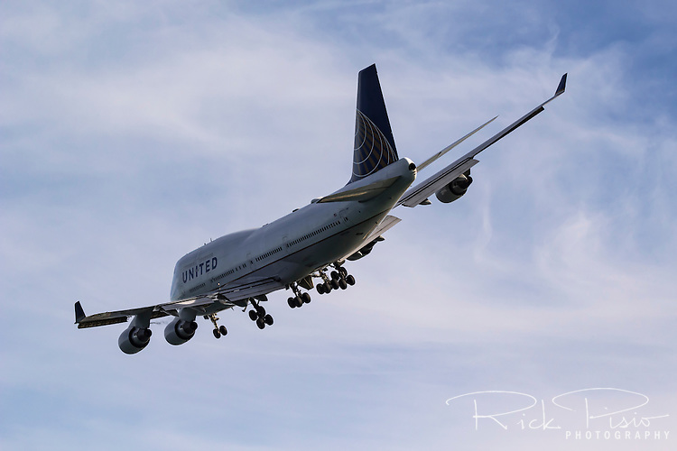 United Airlines Boeing 747 in landing configuration.