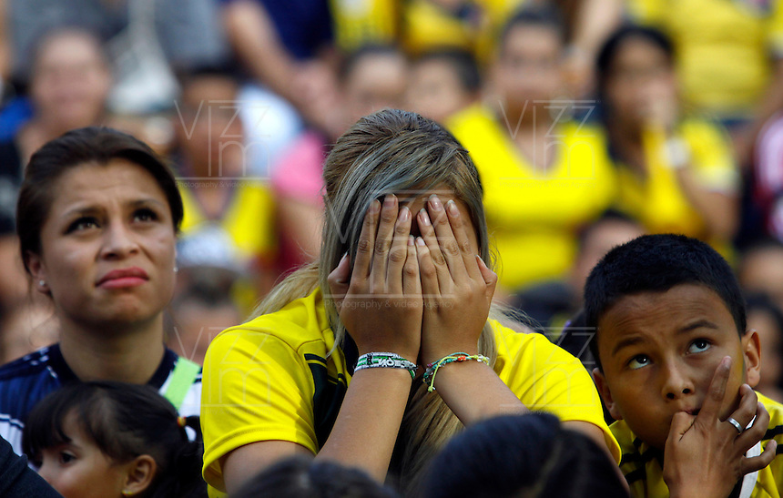 MANIZALES -COLOMBIA. 04-07-2014. Tristeza en los colombianos al ser eliminados por Brazil en el mundial de futbol Brazil 2014. / Sadness in Colombian to be eliminated by Brazil in the World Cup Brazil 2014. Photo: VizzorImage/ Santiago Osorio / Stringer