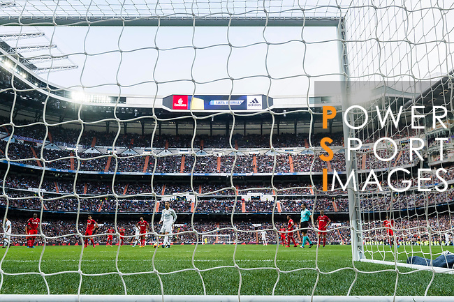 Cristiano Ronaldo of Real Madrid gets ready to shot the penalty during the La Liga 2017-18 match between Real Madrid and Sevilla FC at Santiago Bernabeu Stadium on 09 December 2017 in Madrid, Spain. Photo by Diego Souto / Power Sport Images