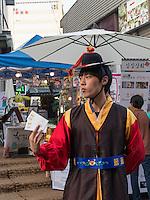 Gesch&auml;ft auf der Stra&szlig;e Insadong gil in Seoul, S&uuml;dkorea, Asien<br /> Shop on  Insadong gil,  Seoul, South Korea, Asia