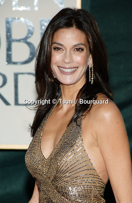 Teri Hatcher arriving at the Golden Globes Awards at the Beverly Hilton Hotel in Los Angeles. January 16, 2006.