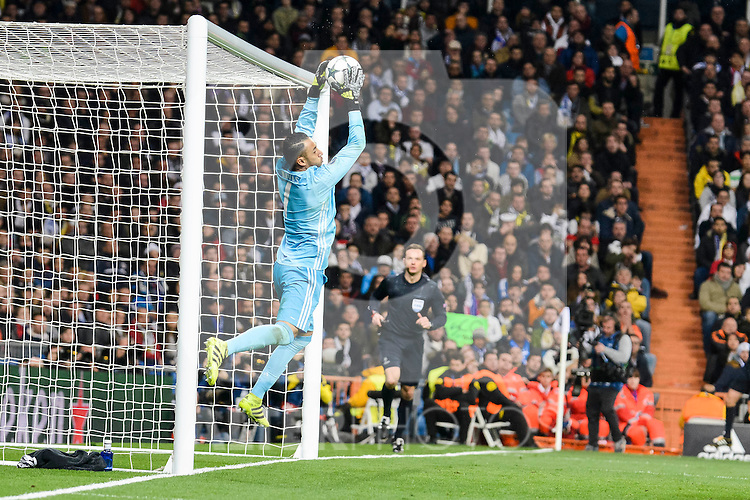 Real Madrid's Keylor Navas during the UEFA Champions League match between Real Madrid and Borussia Dortmund at Santiago Bernabeu Stadium in Madrid, Spain. December 07, 2016. (ALTERPHOTOS/BorjaB.Hojas)