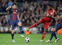 FUSSBALL  CHAMPIONS LEAGUE  HALBFINALE  RUECKSPIEL  2012/2013      FC Barcelona - FC Bayern Muenchen              01.05.2013 David Alaba (Mitte, FC Bayern Muenchen) gegen Cesc Fabregas (li, Barca)