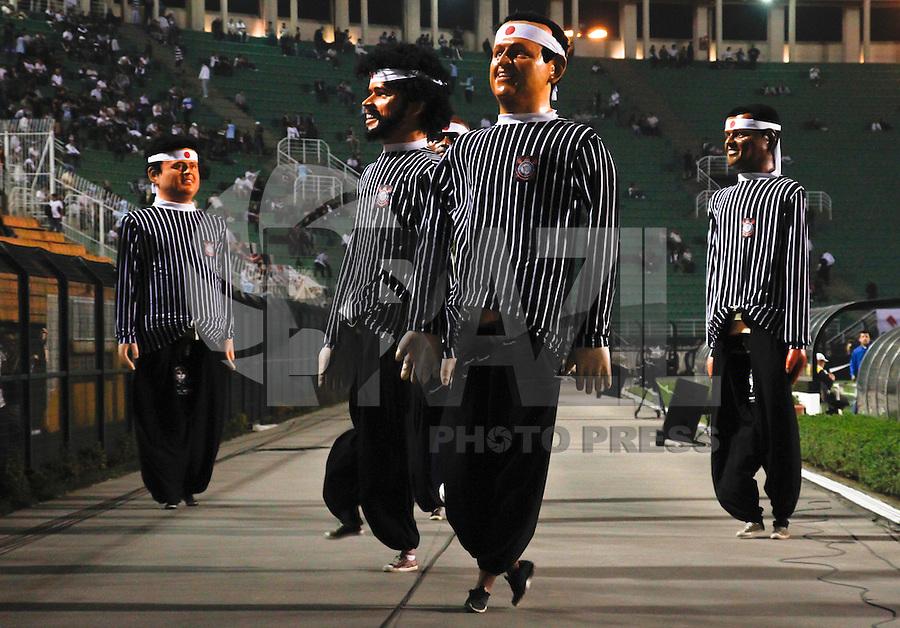 SÃO PAULO,SP,16 AGOSTO 2012 - CAMPEONATO BRASILEIRO - CORINTHIANS x INTER-RS - Bonecos de Olinda de Ex jogadores antes  partida Corinthians x Inter-RS  válido pela 17º rodada do Campeonato Brasileiro no Estádio Paulo Machado de Carvalho (Pacaembu), na região oeste da capital paulista na noite desta quinta feira (16). (FOTO: ALE VIANNA -BRAZIL PHOTO PRESS).