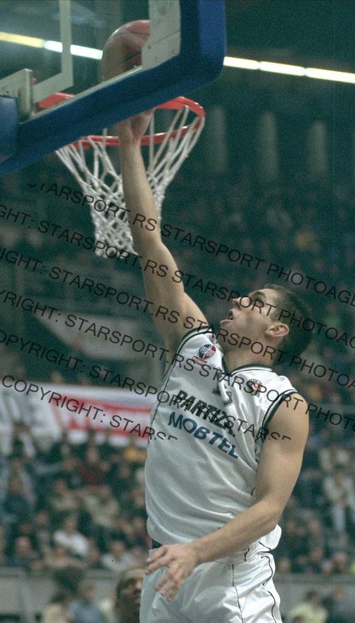 SPORT KOSARKA PARTIZAN&amp;#xA;Milos Vujanic&amp;#xA;14.12.2002.&amp;#xA;foto: Pedja Milosavljevic<br />