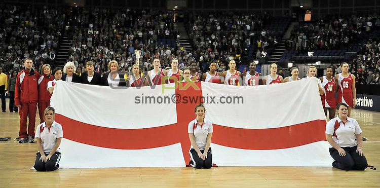 PICTURE BY Ben Duffy/SWPIX.COM - Netball - The Co-Operative International Series - England v Jamaica, First Test - O2 Arena, London, England - 22/02/09...Copyright - Simon Wilkinson - 07811267706...England's team line up for the national anthem