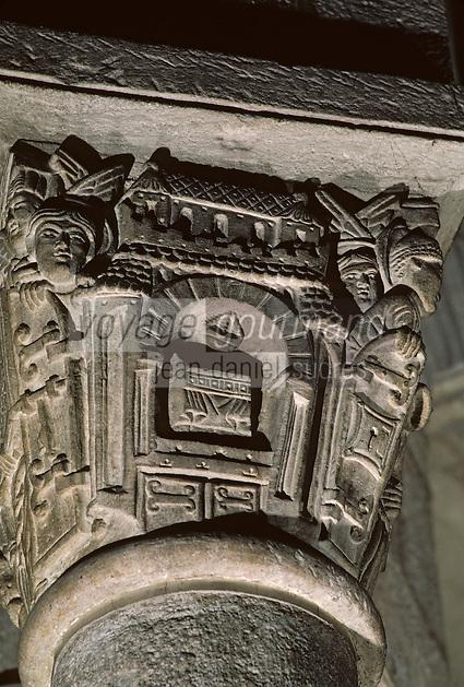 Europe/France/Auvergne/63/Puy-de-Dôme/Clermont-Ferrand: Basillique Notre-Dame-du-Port (architecture romane) - Détail chapiteau représentant le ciel ouvert