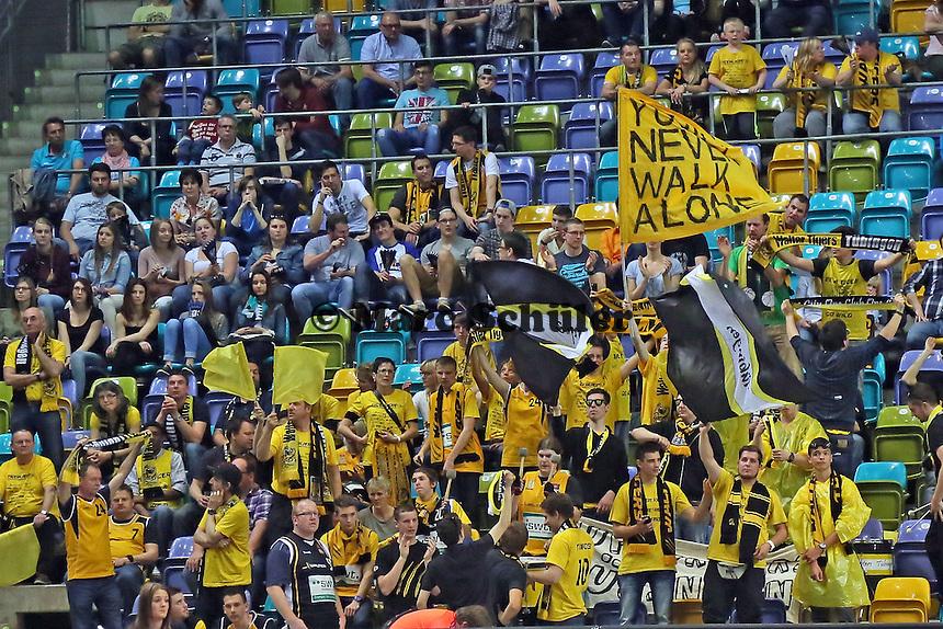 Fans aus Tübingen feuern ihr Team an - Fraport Skyliners vs. Walter Tigers Tübingen, Fraport Arena Frankfurt