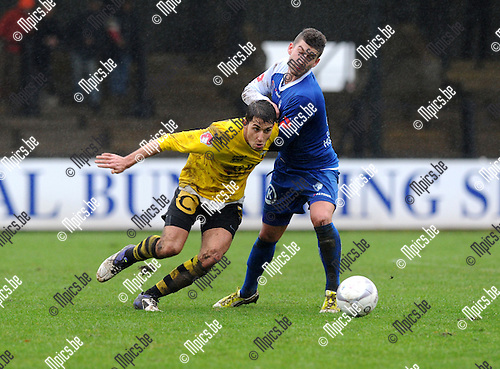 2012-12-23 / Voetbal / seizoen 2012-2013 / Berchem Sport - Koksijde / Nico Lansu (l. Berchem) met Felix Reuse..Foto: Mpics.be