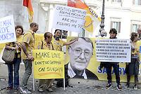 Roma, 28 Settembre 2015<br /> Lavoratrici e lavoratori Ikea protestano contro la riduzione dei salari imposti da Ikeada Ikea. Lo striscione con la foto di Ingvar Kamprad proprietario di Ikea.<br /> Ikea workers protest against the lowering of wages by Ikea.