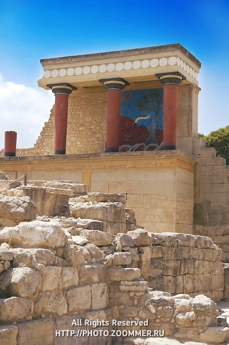 Close-up of Knossos palace and it's columns near the northern entrance