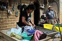 San Juan Tepeuxila, Cuicatl&aacute;n, Oax. 25/08/2015.- A poco m&aacute;s de 3 horas de la capital de Oaxaca, se encuentra el municipio de San Juan Tepeuxila, catalogado en su ultimo informe por el Consejo Nacional de Evaluaci&oacute;n de la Pol&iacute;tica de Desarrollo Social (CONEVAL), como la localidad m&aacute;s pobre del pa&iacute;s, y es que los habitantes viven pr&aacute;cticamente al dia.<br /> <br /> El municipio se divide en 3 agencias municipales: San Juan Teponaxtla, San Pedro Cuyaltepec, y San Sebasti&aacute;n Tlacolula, as&iacute; como por una la Agencia de Polic&iacute;a, San Andr&eacute;s P&aacute;palo, la cual es la m&aacute;s marginada de toda la zona, ya que con poco menos de 500 habitantes, no cuenta con la mayor&iacute;a de servicios b&aacute;sicos.<br /> <br /> A decir de Manuel Villegas, Sindico Municipal de San Juan Tepeuxila, a pesar que han podido sacar adelante a la comunidad a base de solidaridad comunitaria, ya que los apoyos federales y estatales son casi nulos, aun tienen muchas carencias, puntualizando que simplemente la energ&iacute;a el&eacute;ctrica no llega, ya que se va por temporadas debido al p&eacute;simo servicio por parte de la Comisi&oacute;n Federal de Electricidad (CFE).<br /> <br /> <br /> As&iacute; mismo, comento que respecto al sector educativo, hay un gran rezago enorme, ya que hacen falta maestros, lo anterior, luego de que decidieran sacar de la cabecera municipal a la secci&oacute;n 22 del Sindicato Nacional de Trabajadores de la Educaci&oacute;n (SNTE) por los continuos paros de labores y la falta de compromiso, acto que los llevo a requerir los servicios de la secci&oacute;n 59, la cual los ha apoyado, sin embargo ante la renuencia por  parte del gobierno estatal por dar un sueldo digno, puntual y justo a los profesores, el personal acad&eacute;mico ha tenido muchas veces que irse, as&iacute; mismo, la falta de responsabilidad del IEEPO por entregar documentaci&oacute;n a sus hijos, los ha dejado sin posibilida