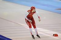 SCHAATSEN: HEERENVEEN: 25-10-2013, IJsstadion Thialf, NK afstanden, 1500m, finish, Lotte van Beek, ©foto Martin de Jong