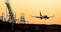 Avion aterrizando en Aeropuerto de Hermosillo al atardecer.<br /> ** ©Foto:Luis Gutierrez/NortePhoto.com
