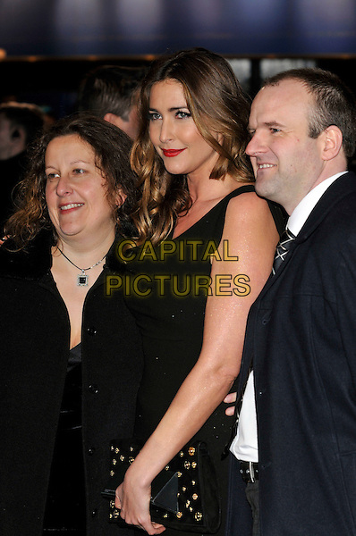 """LISA SNOWDON & GUESTS  LISA SNOWDON & GUESTS  .Arrivals - World Premiere of """"Avatar"""",  Odeon Leicester Square, London, England, UK, December 10th, 2009..half length black dress red lipstick profile sleeveless .CAP/PL.©Phil Loftus/Capital Pictures."""
