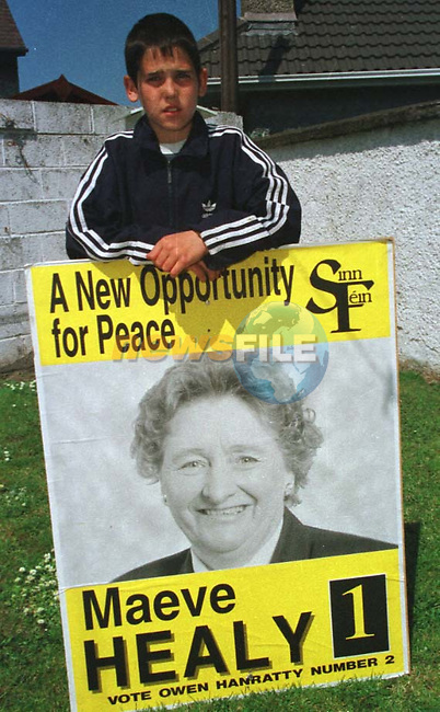 BERNARD GALLAGHER JNR FROM YELLOWBATTER IN DROGHEDA WITH THE ELECTION POSTER THAT FELL ON HIS HEAD.PIC: NEWSFILE.