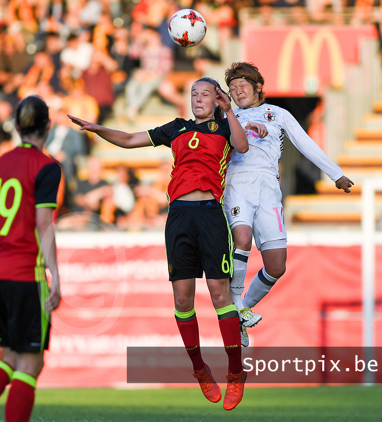 20170613 - LEUVEN ,  BELGIUM : Belgian Tine De Caigny (left) pictured in a duel with Japanese Mizuho Sakaguchi (r) during the friendly female soccer game between the Belgian Red Flames and JAPAN , a friendly game in the preparation for the European Championship in The Netherlands 2017  , Tuesday 13 th June 2017 at Stadion Den Dreef  in Leuven , Belgium. PHOTO SPORTPIX.BE | DAVID CATRY