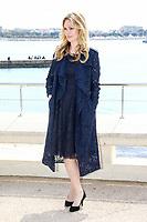 Julia Stiles pose lors du photocall de RIVIERA pendant le MIPTV a Cannes, le lundi 3 avril 2017.