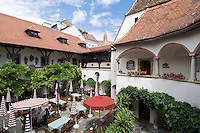 Austria, Lower Austria, UNESCO World Heritage Wachau, Krems: Hotel Alte Post, courtyard restaurant