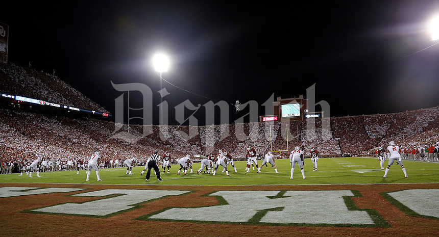 Ohio State Buckeyes against Oklahoma Sooners at Oklahoma Memorial Stadium on September 17, 2016 in Norman, Oklahoma.  (Kyle Robertson/ The Columbus Dispatch)