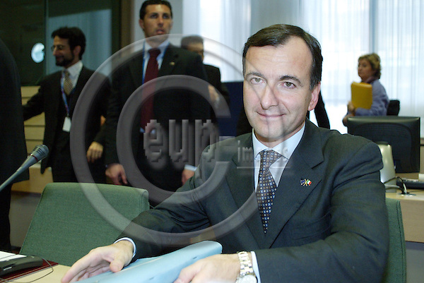 Brussels---Council---council of general affairs---Tour de table / Sitzungssaal / Conference room      08.12.2003.Franco FRATTINI, Foreign Minister, Italy; ..PHOTO: EUP-IMAGES / ANNA-MARIA ROMANELLI
