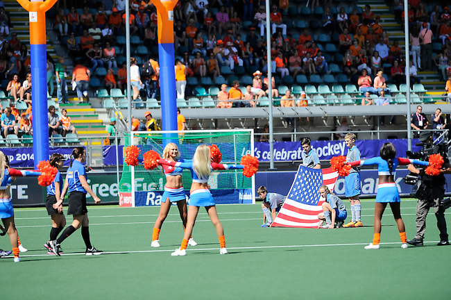 The Hague, Netherlands, June 12: The teams of USA and Australia walk on the field before the field hockey semi-final match (Women) between USA and Australia on June 12, 2014 during the World Cup 2014 at Kyocera Stadium in The Hague, Netherlands. Final score after full time 2-2 (0-1). Score after shoot-out 1-3. (Photo by Dirk Markgraf / www.265-images.com) *** Local caption ***