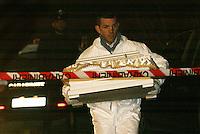 Camposano ( NA)un carabiniere porta la bara con  il corpo di un neonatoritrovato in un fiuime