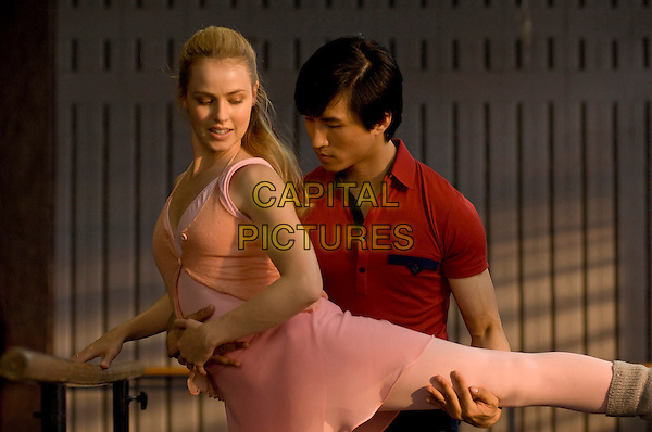 AMANDA SCHULL & CHI CAO.in Mao's Last Dancer.*Filmstill - Editorial Use Only*.CAP/FB.Supplied by Capital Pictures.