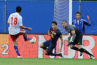 Tolgay Arslan erzielt den 1:1-Ausgleich..Hamburger SV - FC Barcelona..Hanwha Solar Cup, IMTECH-Arena, 24. Juli 2012..© MSSP - MICHAEL SCHWARTZ SPORTPHOTO, Postfach 501129, 22711 Hamburg,  Tel: 0171-6460044, www.mssp.biz  -  www.schwartz-photo.de..LIEFERUNG ZU UNSEREN AGB - KEINE WEITERGABE AN DRITTE ODER VERKAUF OHNE UNSERE GENEHMIGUNG - Volles Honorar o. Abzug + 7% MwSt. -..Konto Postbank Hamburg 546027200 - BLZ 20010020 ..Steuer-ID: DE225222405..
