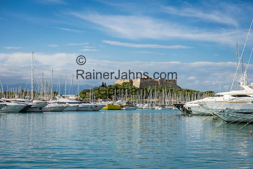 France, Provence-Alpes-Côte d'Azur, Antibes: Yachts at Port Vauban, at background Fort Carré | Frankreich, Provence-Alpes-Côte d'Azur, Antibes: Luxus-Yachten im Port Vauban, im Hintergrund Fort Carré