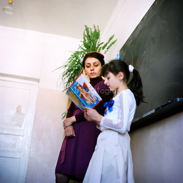 English course in the School number 7 after Eghishe .Charents ( a famous Armenian poet) in Stepanakert...Nagorno Karabakh, oct 2010,Stepanakert..Magali Corouge/Documentography.