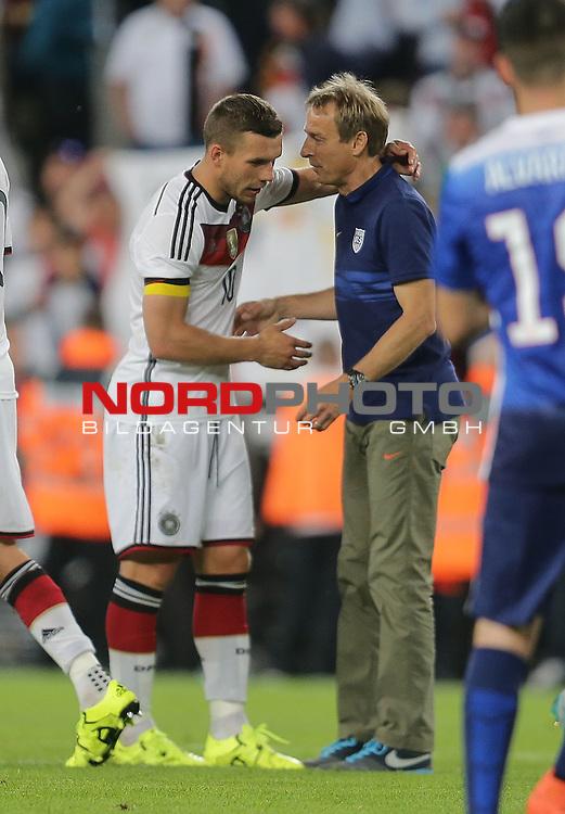 DFB Freundschaftsl&auml;nderspiel, Deutschland vs. USA<br /> Lukas Podolski (Deutschland) mit Trainer J&uuml;rgen Klinsmann (USA)<br /> <br /> Foto &copy; nordphoto /  Bratic