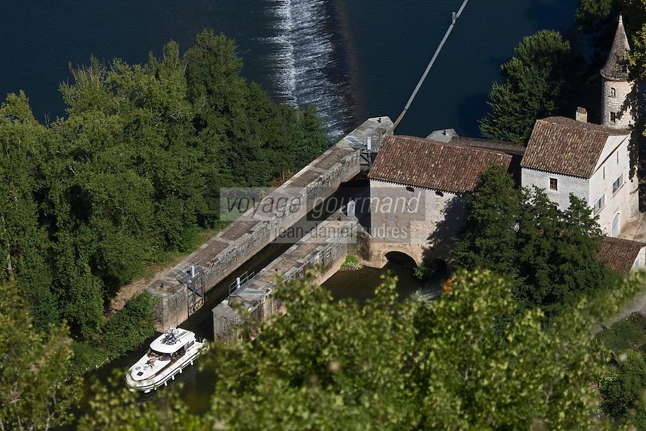 Europe/France/Midi-Pyrénées/46/Lot/Cahors: Bateau de Tourisme Fluvial à l'écluse du Moulin de Coty