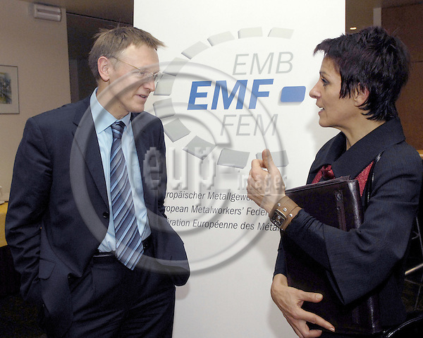 Brussels-Belgium - 24 January 2008---New Year's Reception by EMF (European Metalworkers' Federation; Europaeischer Metallgewerkschaftsbund, EMB; here, Janez POTOCNIK (le)(Poto?nik), European Commissioner for Science and Research, with Lidija JERKIC (ri)(Jerki?), President of SKEI - Trade Union of Metal and Electrical Workers of Slovenia---Photo: Horst Wagner / eup-images