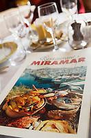 """Europe/France/Provence-Alpes-Côte d'Azur/13/Bouches-du-Rhône/Marseille: Restaurant """"Miramar"""" 12 quai du Port  détail de la carte sur une table présentant la bouillabaisse"""