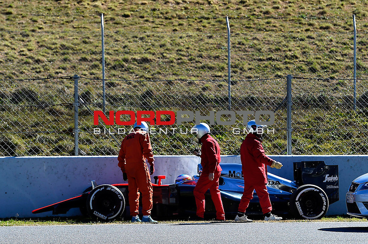 Crash of Fernando Alonso  (ESP), McLaren F1 Team<br /> for the complete Middle East, Austria &amp; Germany Media usage only!<br />  Foto &copy; nph / Mathis