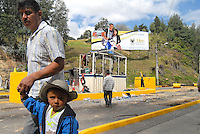 BOYACA -COLOMBIA- 23-10--2013.  Los campesinos de Boyaca organizaron el Paro Agrario Nacional,  paralizando medio pais, con el proposito de exigir al gobierno nacional, mejores condiciones de vida. (Fotos: VizzorImage /José M. Palencia / Str. ) The farmers of Boyaca organized the National Agricultural Unemployment, paralyzing half the country, in order to require the national government, better living conditions. (Photo: VizzorImage / Jose M. Palencia  / Str.)