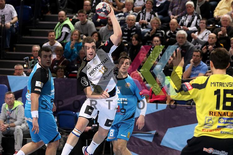 Kiel, 15.02.15, Sport, Handball, Champions League, Gruppenphase, THW Kiel - HC Metalurg Skopje : Niclas Ekberg (THW Kiel, #18), Martin Velkovski (HC Metalurg Skopje, #16)<br /> <br /> Foto &copy; P-I-X.org *** Foto ist honorarpflichtig! *** Auf Anfrage in hoeherer Qualitaet/Aufloesung. Belegexemplar erbeten. Veroeffentlichung ausschliesslich fuer journalistisch-publizistische Zwecke. For editorial use only.