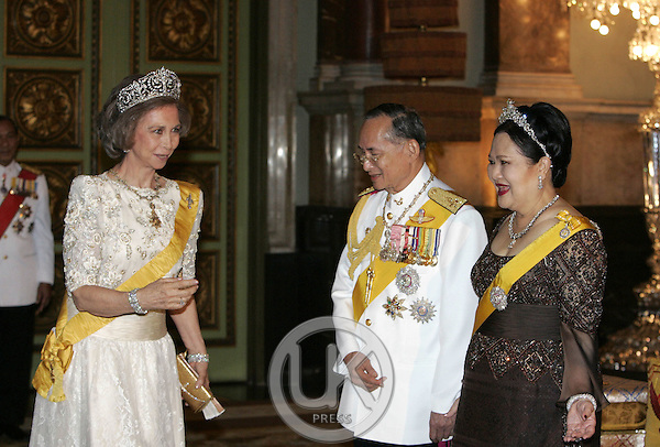 Queen Sofia of Spain attends a Banquet for foreign monarchs & royal guests at the Chakri Maha Prasat Throne Hall, hosted by Thai King Bhumibol Adulyadej, during the celebrations to mark the 60th anniversary of his accession to the throne..