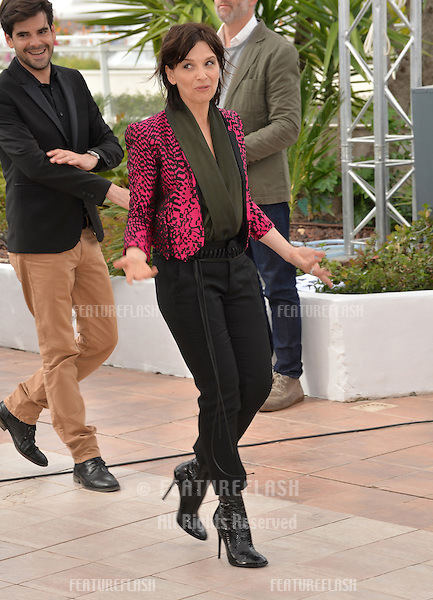 Actress Juliette Binoche at the photocall for &quot;Slack Bay&quot; (&quot;Ma Loute&quot;) at the 69th Festival de Cannes.<br /> May 13, 2016  Cannes, France<br /> Picture: Paul Smith / Featureflash