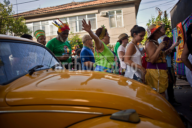 Far from the glamour and sophistication of Rio de Janeiro carnival celebration, people in the suburbs of the city live a more humble and affordable party. To assist to Brazil largest celebration is for suburban people too expesive or too far away. They preffer to dress with the costumes the can afford and anyhow dance to the end