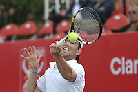 BOGOTA- COLOMBIA 23-07-2015: Adrian Mannarino de Francia devuelve la bola a Rajeev Ram de Estados Unidos, durante partido del ATP Claro Open Colombia de Tenis en las canchas del Centro de Alto rendimiento en Altura en la ciudad de Bogota. / Adrian Mannarino de France returns the ball to Rajeev Ram of United States during a match to the ATP Claro Open Colombia of Tennis in the courts of the High Performance Center in Altura in Bogota City. Photo: VizzorImage / Luis Ramirez / Staff.