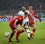 20.02.2018, Allianz Arena, M&uuml;nchen, GER, UEFA CL, FC Bayern M&uuml;nchen (GER) vs Besiktas Istanbul (TR) , im Bild<br />Joshua Kimmich (M&uuml;nchen), Robert Lewandowski (M&uuml;nchen), Caner Erkin (Instanbul)<br /><br /><br /> Foto &copy; nordphoto / Bratic