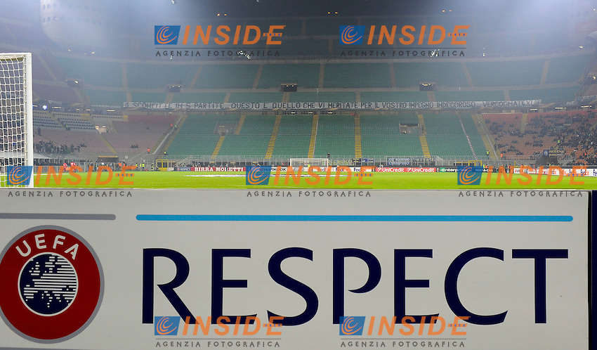 Striscione di contestazione tifosi Inter, Curva Nord vuota. Supporters Respect <br /> Empy stands for a strike of Inter Supporters <br /> Milano 8-12-2016 Stadio Giuseppe Meazza - Football Calcio Europa League Inter - Sparta Praga. Foto Giuseppe Celeste / Insidefoto